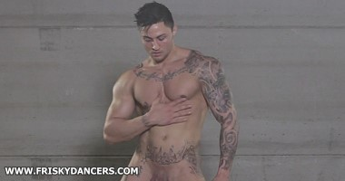 Naked muscle man dance and showering