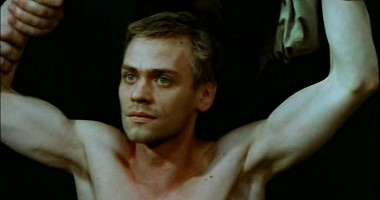 Handsome soldier showering in Aufenhalt